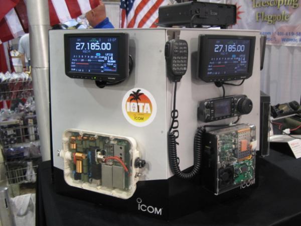 Icom IC-7000 and AH4 auto tuner
