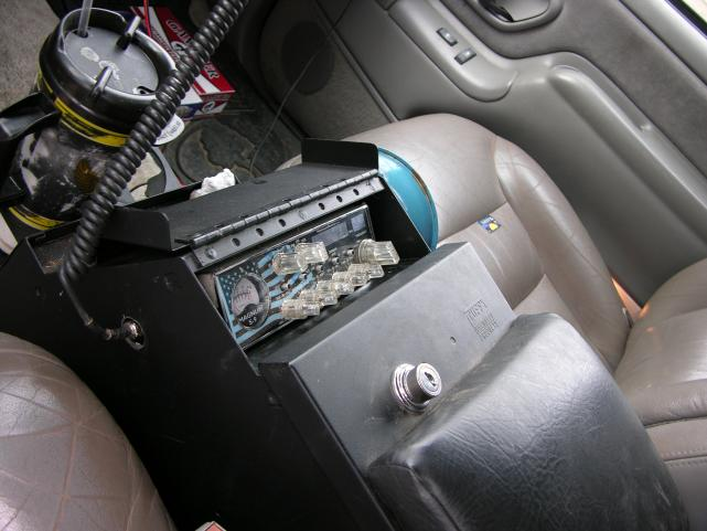 "Magnum S-9 shoehorned into 10"" Tuffy console"